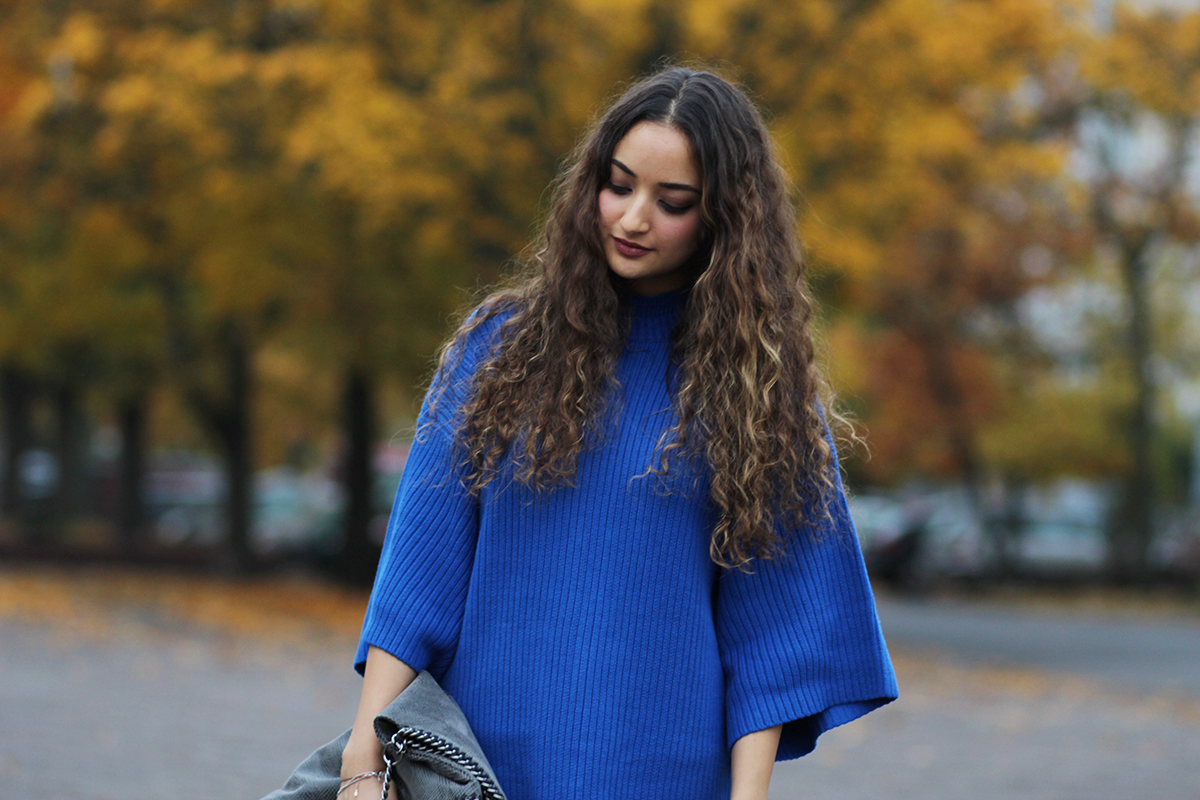 Blue_knit_dress