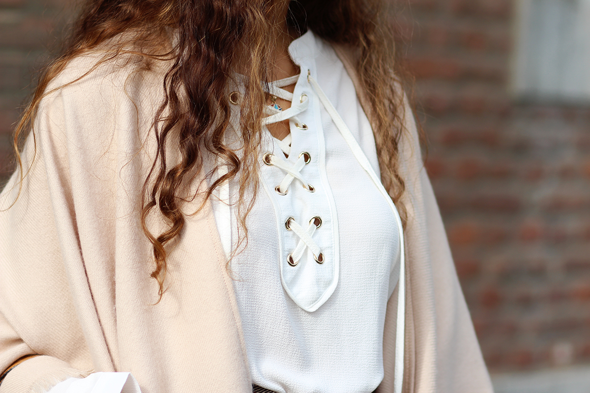 Lace_up_bluse