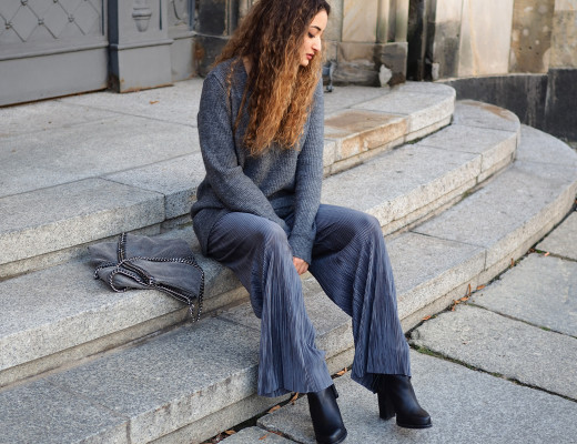 grey flared plissee pants